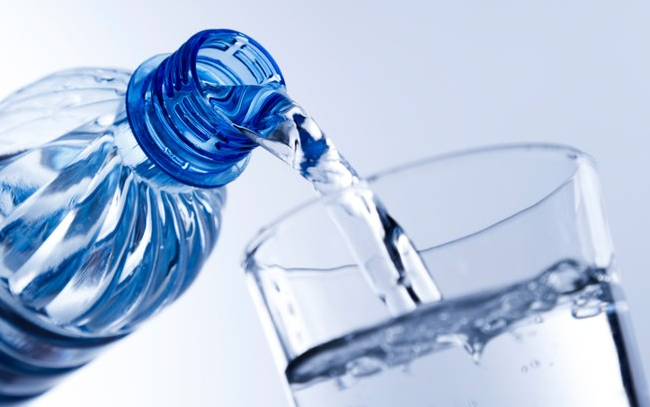 Comida basura beber agua